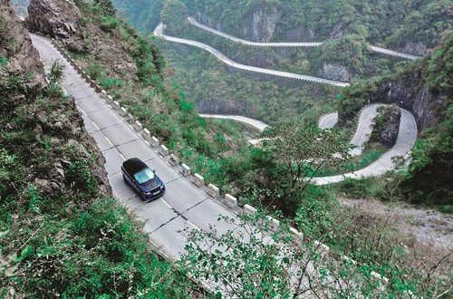 Supercar beater: Range Rover Sport SVR sets Tianmen road record