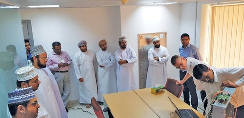 35 employees from electrical companies take part in industrial UPS technology training course