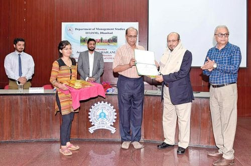 Mazoon College signs MoU with IIT (ISM) India