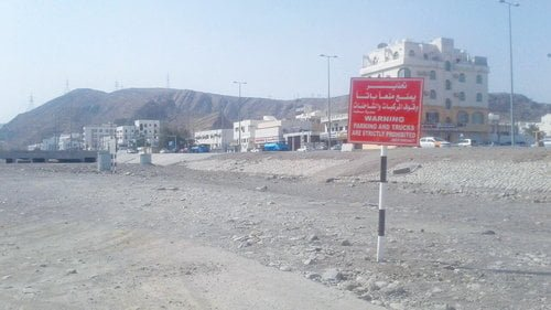 Municipality, OETC put up no parking boards in wadi areas in Ruwi, MBD