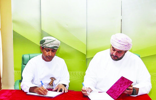 Alizz Islamic Bank, General Federation of Oman Trade Unions sign MoU