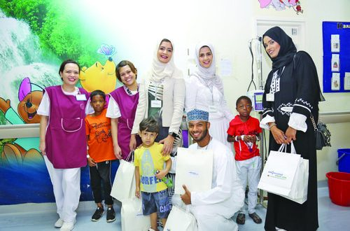 Knowledge Oman distributes gifts to patients at Sultan Qaboos University Hospital to mark Renaissance Day
