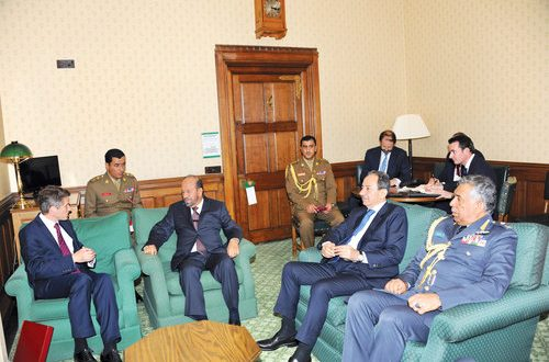 Oman, UK defence ministers hold talks to boost relations