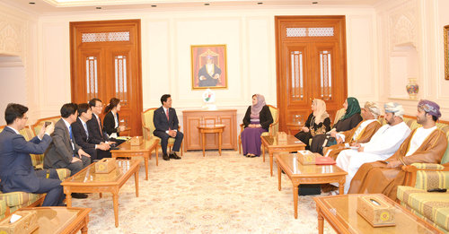 South Korean delegation meets State Council members to review bilateral relations