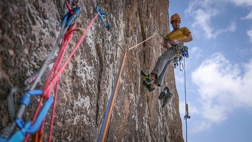New climbing route in Quriyat's Jebel Kawr