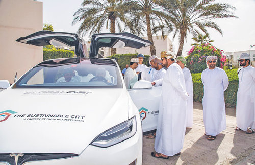 Electric vehicle caravan in Oman; eMobility Forum in Muscat today