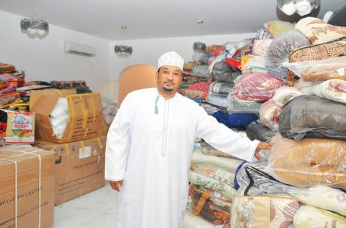 Omani continues charity streak, collects essential goods for Yemen