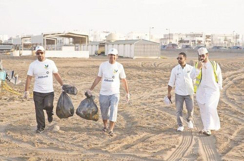 Ahlibank hosts beach cleanup