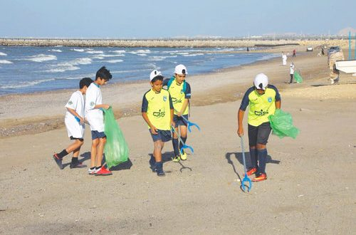 Muscat Municipality and PDO begin beach clean-up campaign