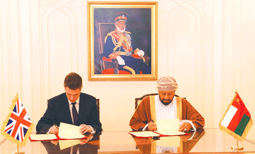 Oman, UK sign agreement to bolster military ties