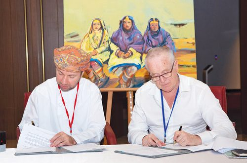 Tourism company donates painting to National Museum