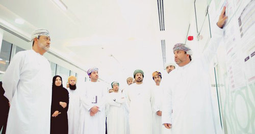 Sayyid Haitham reviews outputs of ITC laboratory