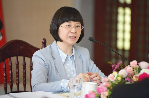 China trying to resolve trade differences with US: H E Li