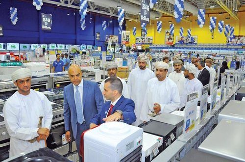 H E Shamsi inaugurates eXtra outlet in Sohar
