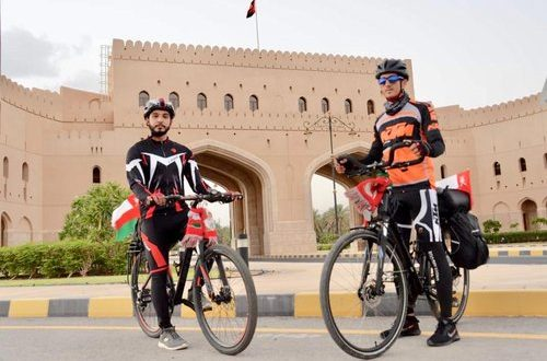 Omani adventurers cycle 879km to promote tourism